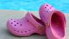 Roselyne Bachelot : ses crocs roses mises en vente aux enchères