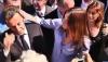 Carla Bruni essuie Nicolas Sarkozy qui a chaud… regardez!