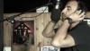 Regardez Nikos Aliagas en train de chanter!