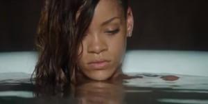 Rihanna nue pour le single Stay