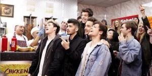 One Direction dans le clip de Midnight Memories