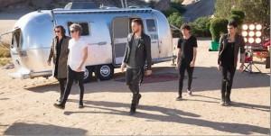 One Direction dans le clip de Steal my Girl