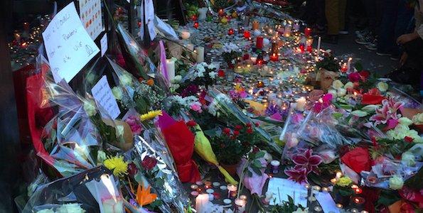 Crédit photo : NeRienLouper / Recueillement devant La Belle Equipe à Paris 11