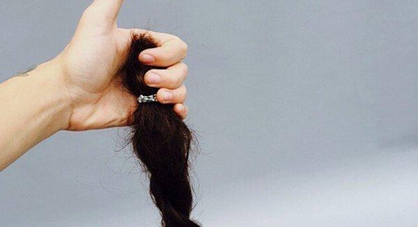Harry Styles se coupe les cheveux