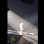 Incroyable chute de Justin Bieber sur scène : regardez !